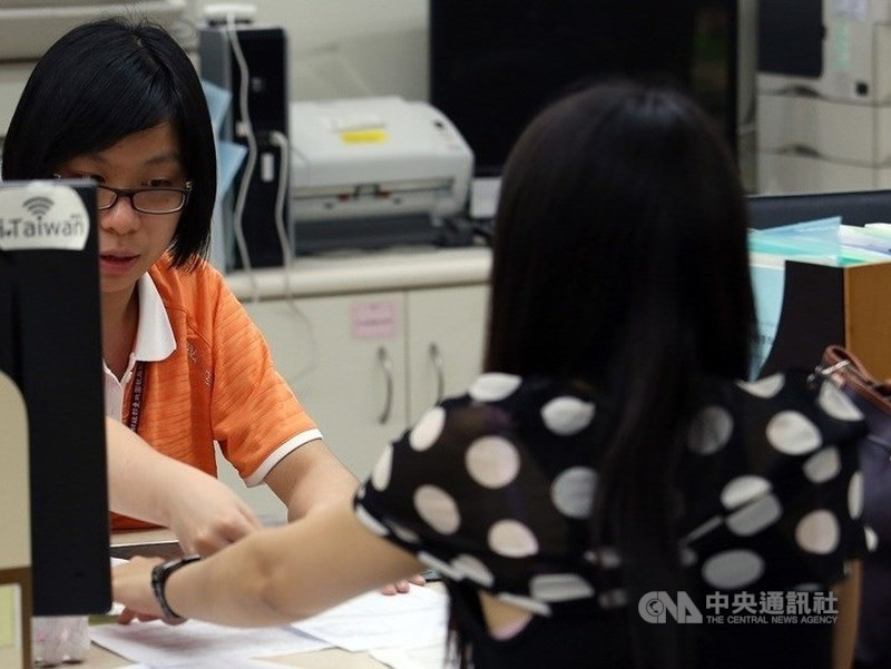 世界銀行24日發布經商環境報告,台灣在8個評比項目中表現退步,包括申請建築許可、獲得信貸、跨境貿易及繳納稅款等。(示意圖/中央社檔案照片)