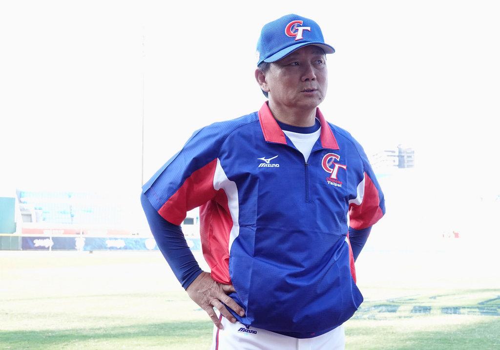 世界12強棒球賽中華隊名單在亞錦賽結束後有做過一次異動,球隊成員目前在桃園球場積極備戰,總教練洪一中25日表示,名單暫時不會再有變動。中央社記者謝靜雯攝 108年10月25日