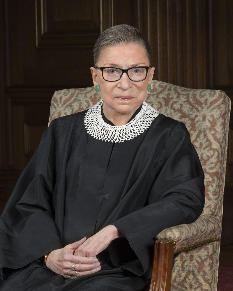 美國大法官金斯柏格24日以「人權和性別平等終生開拓者」身分獲頒100萬美元(約新台幣3100萬元)獎金,她將把獎金全數捐出。(圖取自維基共享資源,版權屬公眾領域)