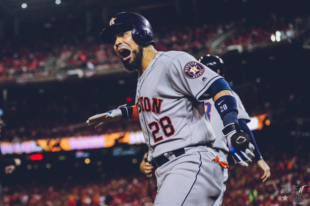 美國職棒大聯盟MLB世界大賽第3戰,太空人全場11支安打,2局上、3局上、5局上各以安打打回1分,6局上齊里諾斯(圖)敲出陽春砲。(圖取自twitter.com/astros)