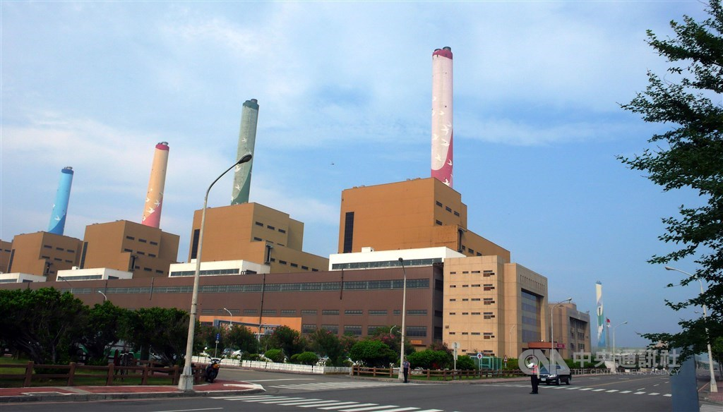 台電29日宣布,台中火力發電廠(圖)全廠放流水29日起到廢水場12月完工且檢測達標前都不外排。(中央社檔案照片)