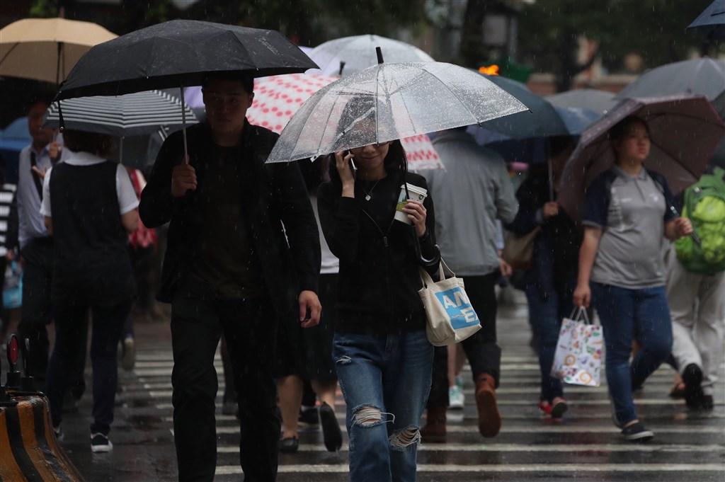 受東北風影響,宜蘭縣31日豪雨不斷,部分學校晚間停班停課。(中央社檔案照片)