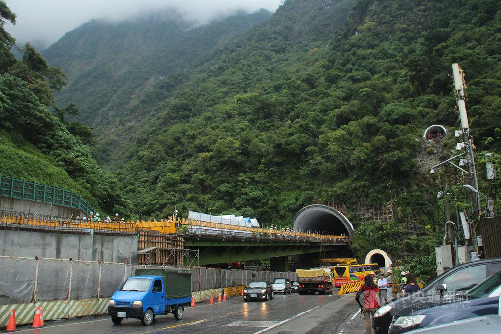 花蓮蘇花改工程仁水隧道全線位於太魯閣國家公園境內,蘇花改工程處1日指出,目前蘇花改隧道全線進度已達92.85%,預計66天後通車。中央社記者張祈攝 108年11月1日