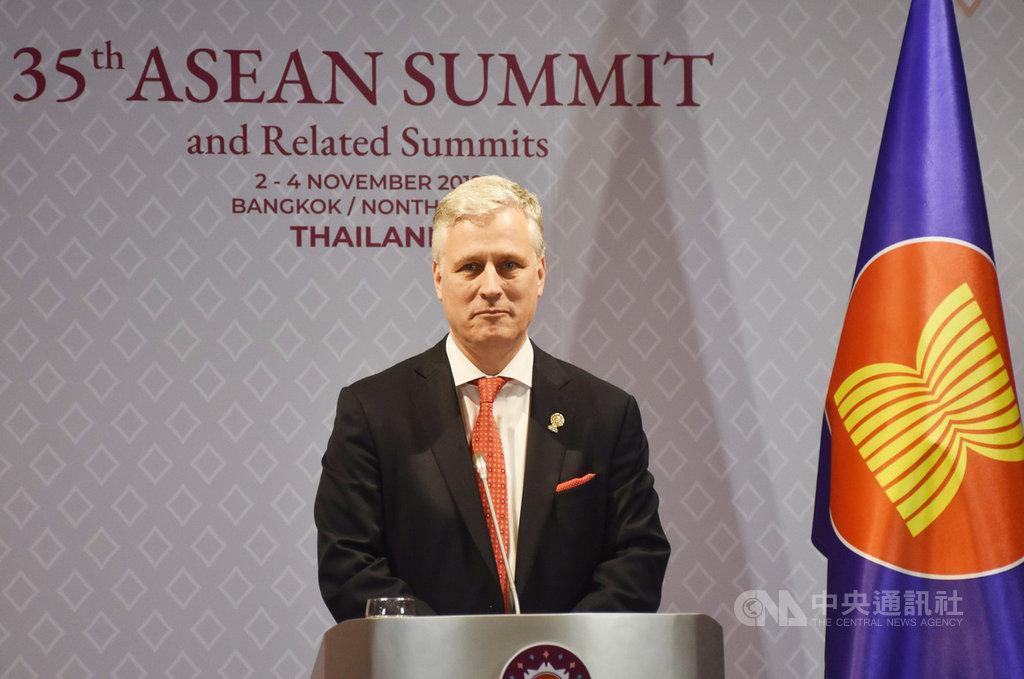 第35屆東協峰會及相關會議11月2日到4日登場,白宮國家安全顧問歐布萊恩擔任美國總統川普特使出席會議。圖為歐布萊恩4日舉行記者會說明此行意義。中央社記者呂欣憓曼谷攝 108年11月4日