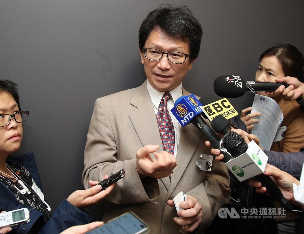 台美首度共同舉辦國際網路演練,聯合10國以上之力打資安戰,行政院資通安全處長簡宏偉(中)表示,台灣公部門每月遭受境外網攻次數平均達3000萬,但防禦率高達99.99%以上。中央社記者張新偉攝 108年11月4日