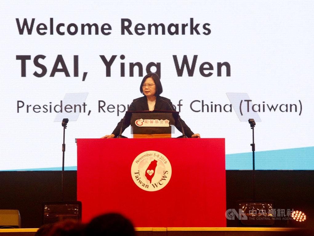 第4屆世界婦女庇護安置大會(4WCWS)5日下午在高雄展覽館舉行,總統蔡英文出席開幕式並致詞。中央社記者董俊志攝 108年11月5日