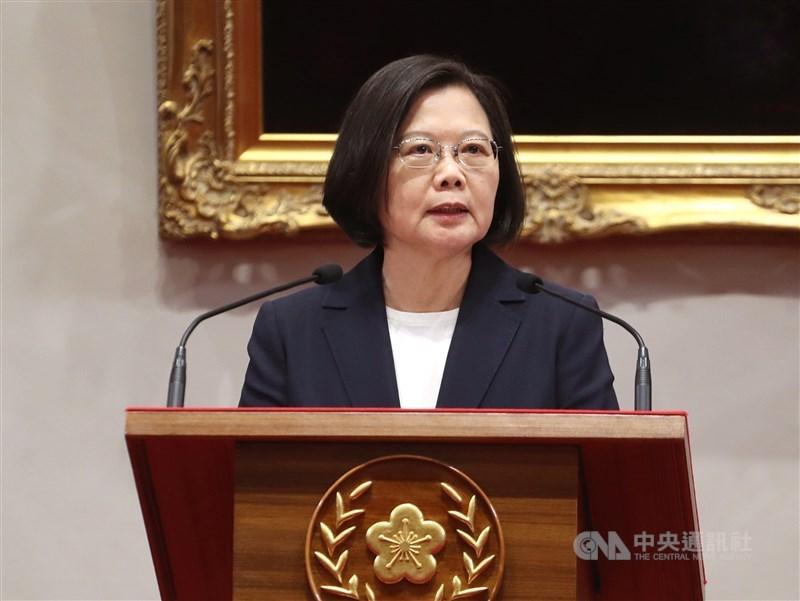 蔡總統5日在臉書回應中國新公布的「26條措施」,認為這個用意就是強推中國定調的「一國兩制台灣方案」。(中央社檔案照片)