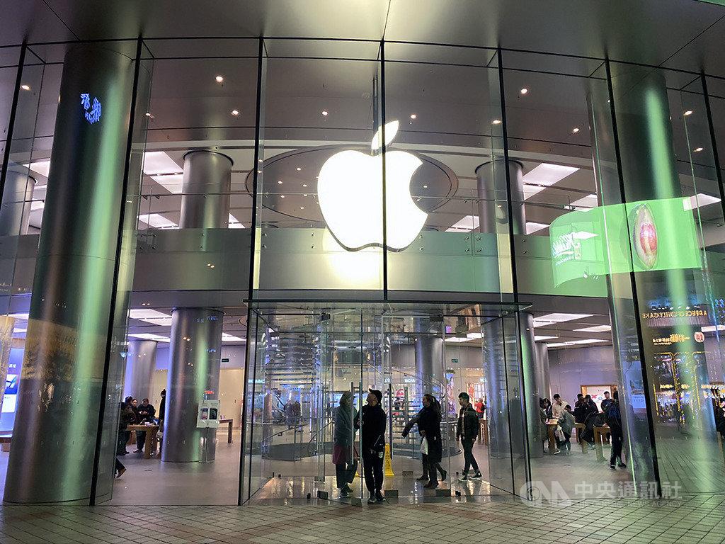 蘋果公司(Apple)6日更新隱私權網頁,說明2019年推出有關隱私保護和安全性的新功能。圖為位於北京市王府井大街的蘋果直營店。中央社記者吳家豪攝 108年11月6日