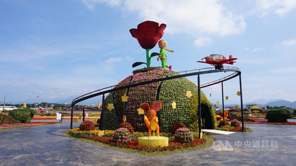 2019台中國際花毯節9日將登場,以「愛與希望-小王子的星球之旅」為主題,打造多座大型花卉藝術裝置,豔陽下讓人宛如置身小王子的星球。中央社記者趙麗妍攝 108年11月7日