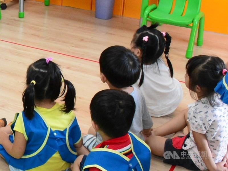為了提升2歲幼兒入園率,教育部民國109年到113年將投入新台幣13.55億元,鼓勵各縣市增設專班。(示意圖/中央社檔案照片)