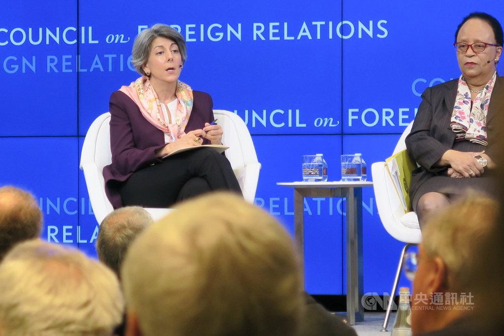 曾任美國貿易官員的謝安敏(左)7日在外交關係協會表示,美中都想取消貿易戰開打後加徵的關稅,減輕經濟衝擊,但兩國科技競爭不會因貿易戰止息而結束。中央社記者尹俊傑紐約攝 108年11月8日