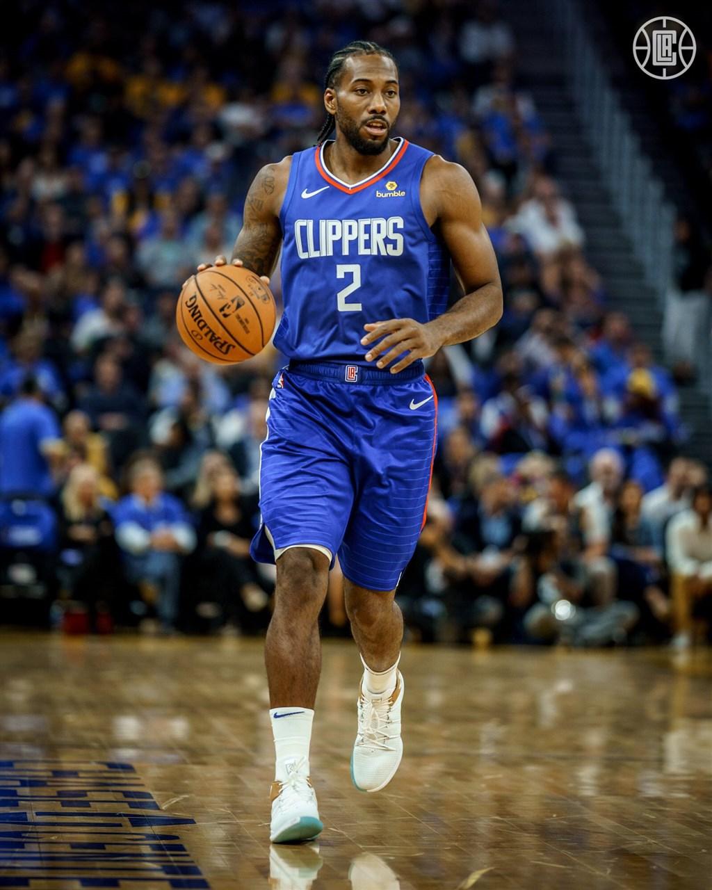 快艇球團對雷納德(圖)健康狀況的說詞前後不一,NBA聯盟對此開罰約新台幣151萬元。(圖取自twitter.com/LAClippers)