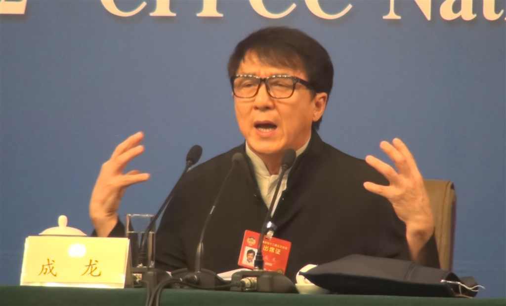 公益團體越南微笑行動原邀請成龍參加宣傳活動,但因他支持中國南海「九段線」的主張,引起越南網友不滿,抵制聲浪過大,8日行程被取消。(中央社檔案照片)