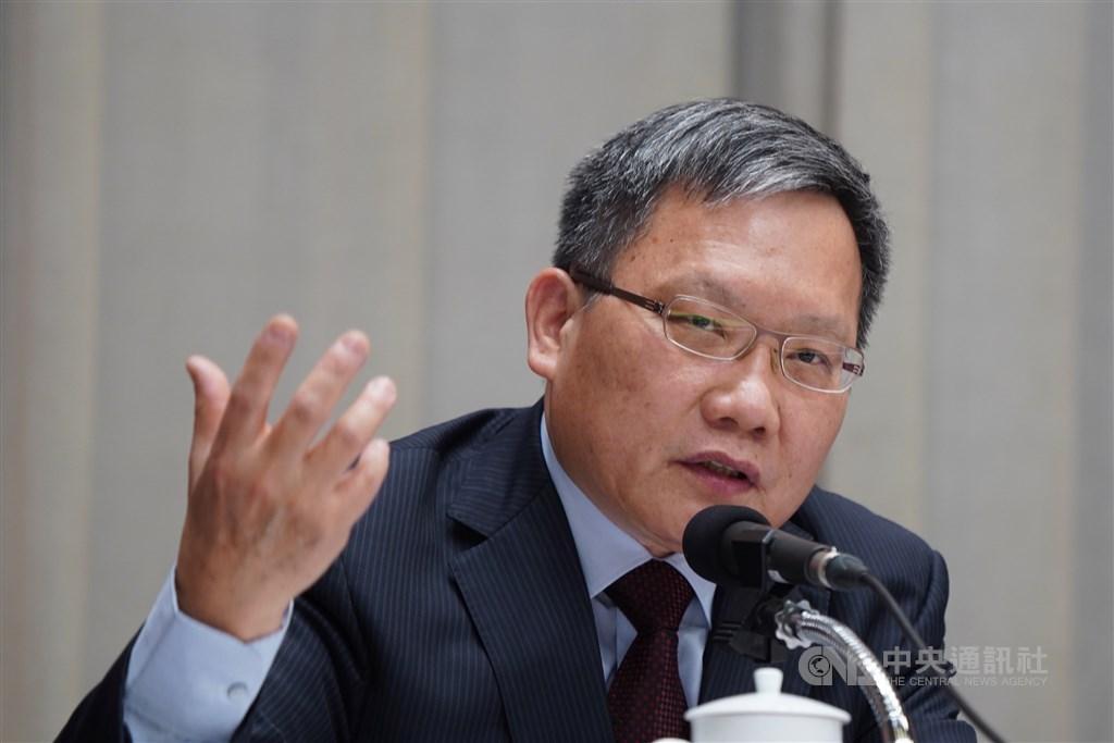 對於國民黨總統參選人韓國瑜質疑國稅局外洩個資,財政部長蘇建榮(圖)表示,若無證據就隨意指控,不僅是汙衊,更抹煞文官體系長期行政中立的努力。(中央社檔案照片)