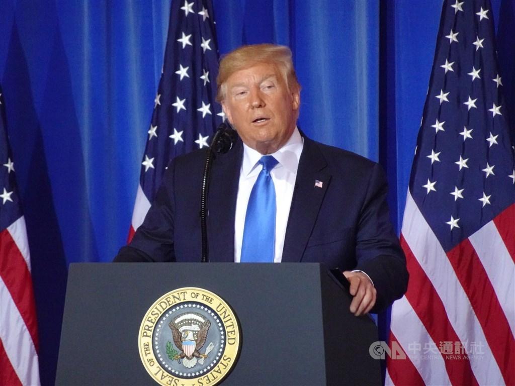 對於分階段取消對中國的加徵關稅,美國總統川普(圖)政府內部幕僚意見分歧。(中央社檔案照片)