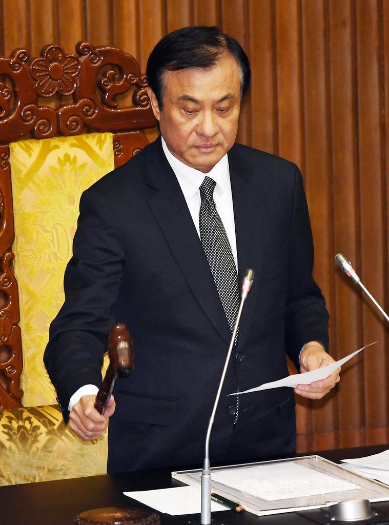 立法院會8日由院長蘇嘉全敲槌三讀通過108年度中央政府總預算案附屬單位預算營業及非營業部分。中央社記者施宗暉攝 108年11月8日