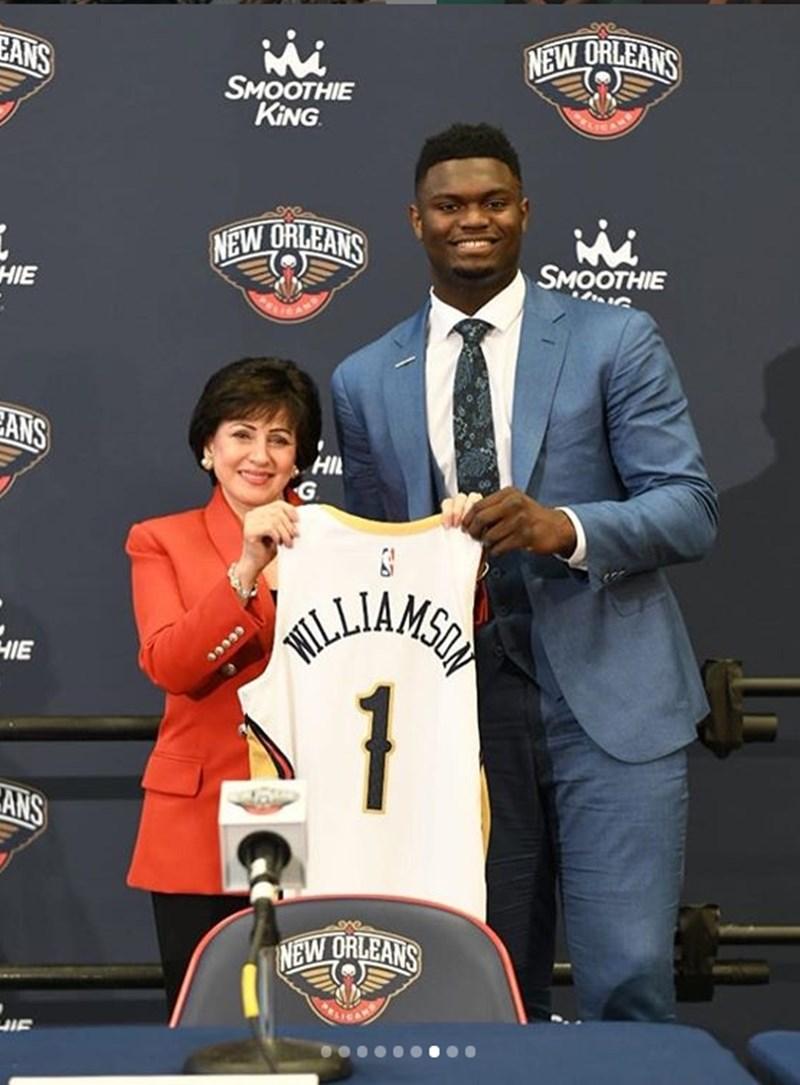兩週半前動刀治療半月板撕裂傷的美國職籃NBA怪物新秀威廉森(右)表示,自己正在努力復健。(圖取自威廉斯IG)