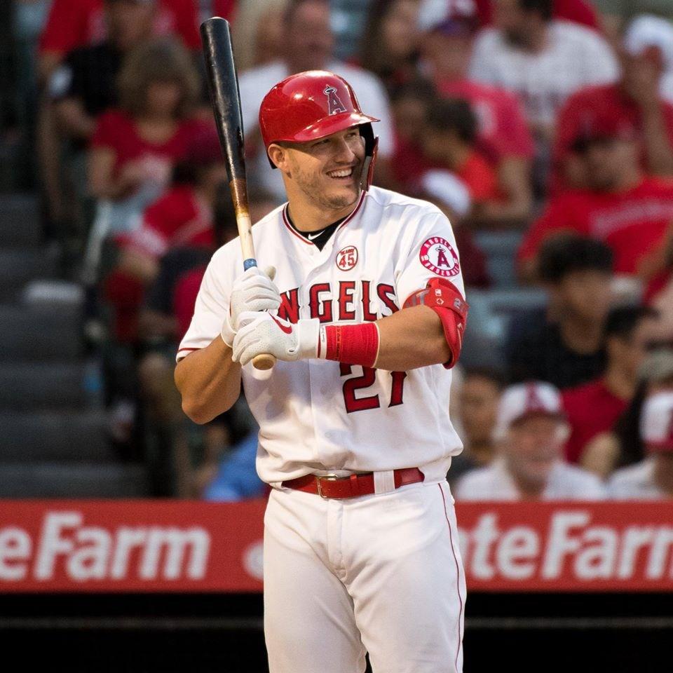 MLB銀棒獎得獎名單7日公布,洛杉磯天使隊楚勞特7度獲獎,紀錄傲視群雄。(圖取自facebook.com/Angels)