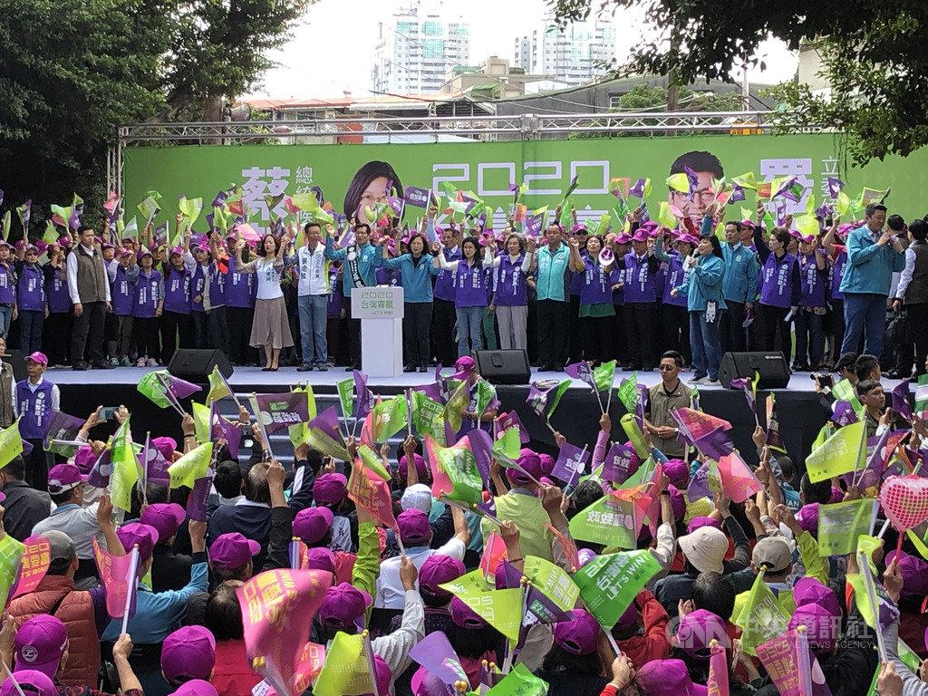 總統蔡英文9日出席新北市立委羅致政競選總部成立大會時表示,板橋具有全國選舉的指標性,若板橋贏了,全國就會贏。中央社記者侯姿瑩攝 108年11月9日