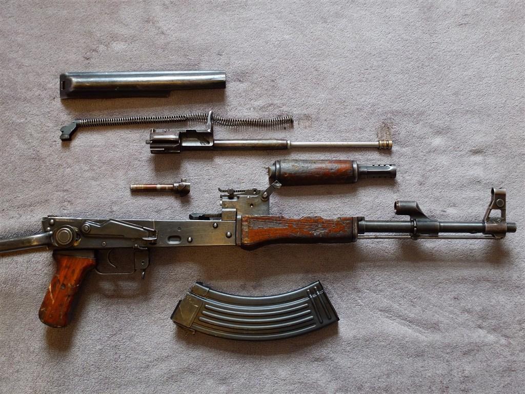 俄羅斯這個週末慶祝AK-47突擊步槍設計人卡拉希尼科夫100歲冥誕,9日超過100名俄國學童在莫斯科一處公園學習組裝AK-47。(示意圖/圖取自Pixabay圖庫)