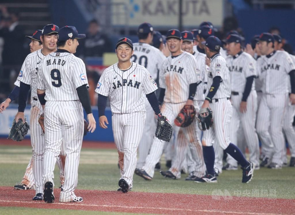 2019世界12強棒球賽複賽開打,11日晚間6時在千葉球場進行澳洲與日本之戰,日本隊終場以3比2逆轉險勝澳洲,驚險拿下複賽首勝。中央社記者張新偉千葉攝 108年11月11日
