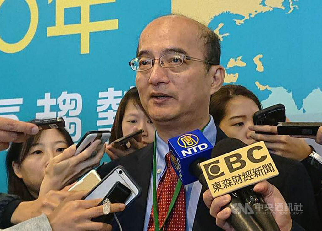 台灣經濟研究院院長張建一指出,今年全年的經濟成長率大幅上修到2.40%,主要原因在於美中貿易戰下台商回流帶動產線轉移,以及政府刺激內需的相關政策帶動投資。中央社記者吳柏緯攝 108年11月11日