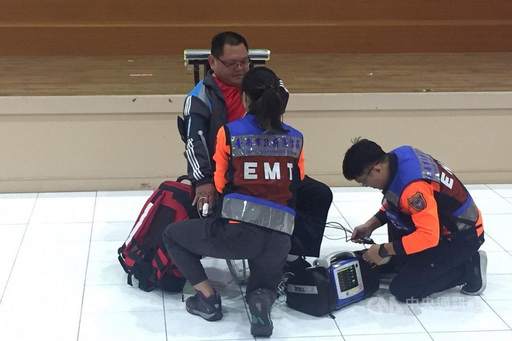 台南市政府消防局推動到院前12導程心電圖系統,11日舉辦執行成果記者會,並示範執行作業流程。(台南市消防局提供)中央社記者楊思瑞台南傳真  108年11月11日