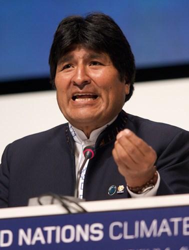 玻利維亞10月20日總統大選結果遭外界質疑舞弊,引發數週的反政府示威,出身古柯農的總統莫拉萊斯(圖)11月10日宣布請辭下台。(圖取自維基共享資源;作者:Simon Wedege,CC BY 3.0)