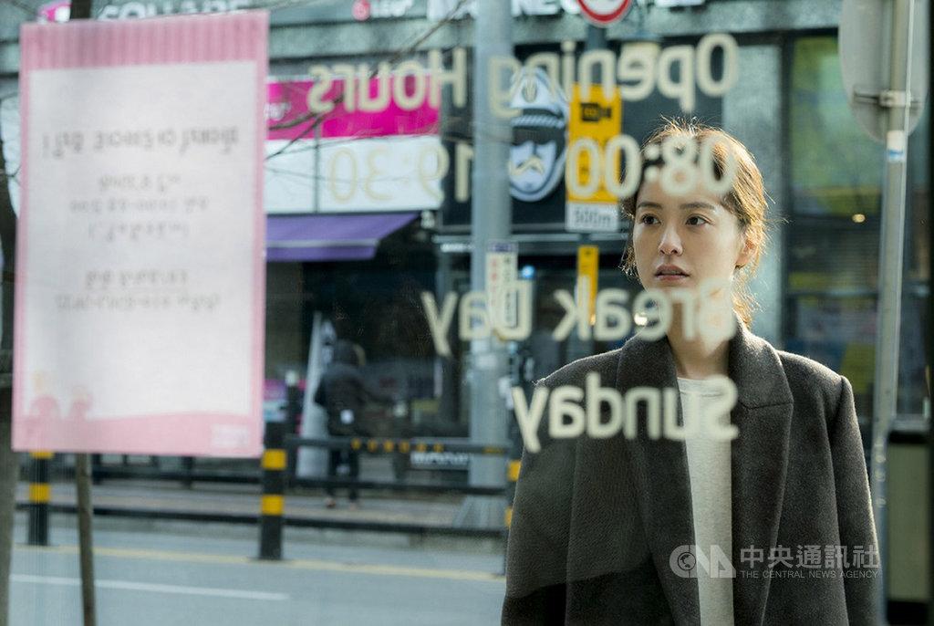 南韓暢銷小說「82年生的金智英」改編成電影,由韓星鄭裕美(圖)與孔劉主演,該片在南韓上映後受到保守男性團體抵制,卻也因此激起南韓女性積極的觀影熱潮,票房成績亮眼。(車庫娛樂提供)中央社記者洪健倫傳真 108年11月13日