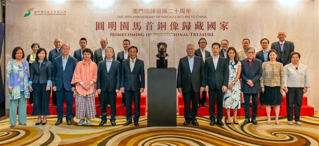 北京圓明園12生肖獸首銅像中的馬首,13日正式回歸中國。(中新社提供)