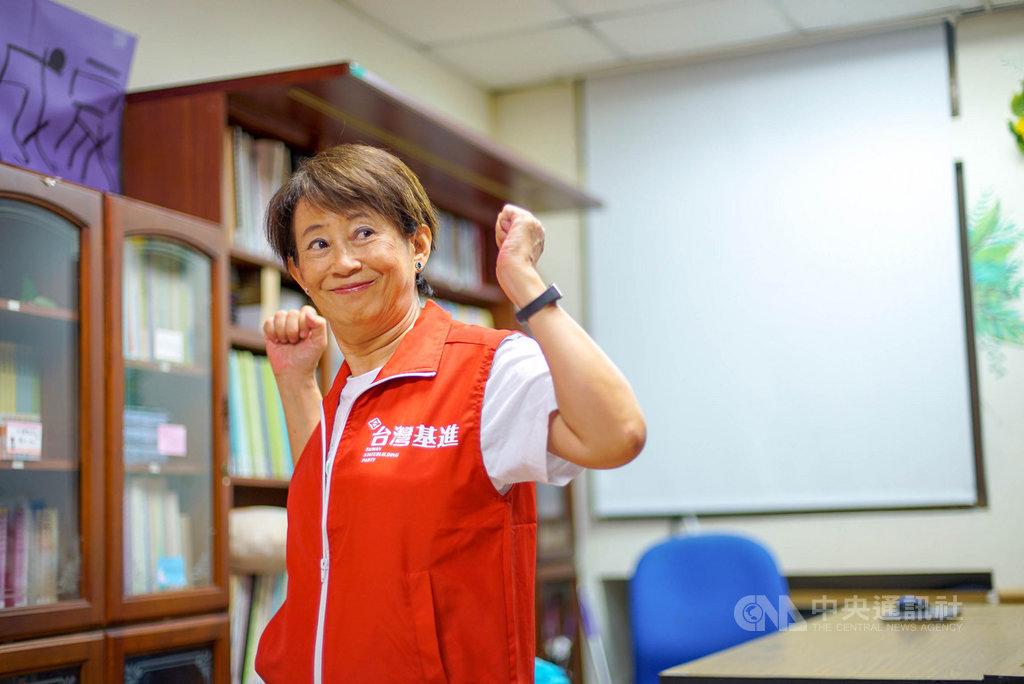 台灣基進14日公布提名7名不分區立委,第1名是前高醫性別所教授成令方,她說,雖然自己是政治素人,但是年輕時就參與社會運動,社會使命的驅使,願意為台灣的未來努力。(台灣基進提供)中央社記者王淑芬傳真 108年11月14日