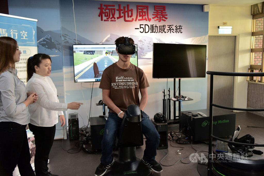 屏東大學與屏東國仁醫院跨領域合作,研發VR騎馬復健系統,患者不但不必騎真馬復健,過程還可看到不同景點,提高患者復健興趣。(屏東大學提供)中央社記者郭芷瑄傳真 108年11月14日