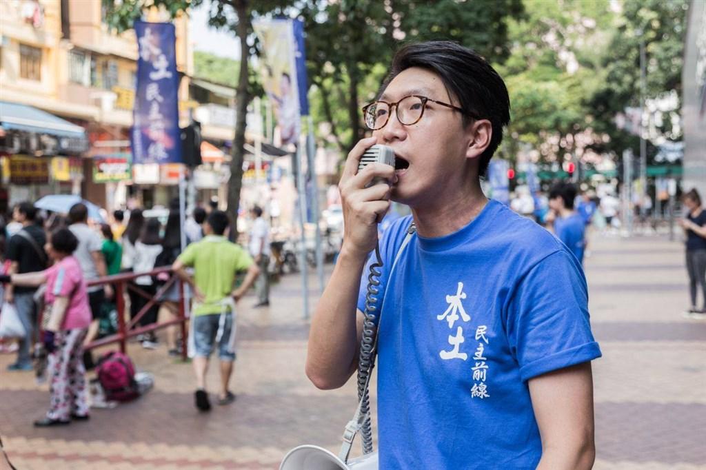 美國時代雜誌近日公布「100 NEXT」名單,尚在獄中的香港本土民主前線前發言人梁天琦(前)入選。時代雜誌形容,梁天琦是港人抗爭的精神領袖。(圖取自facebook.com/leungtinkei)