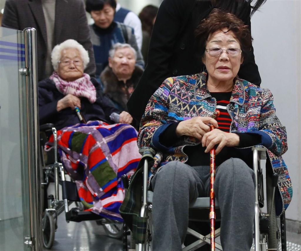 前慰安婦和遺屬等20名原告大約3年前提起訴訟,要求日本政府賠償每人2億韓元(約新台幣520萬元),南韓法院13日舉行首次庭審。(韓聯社提供)