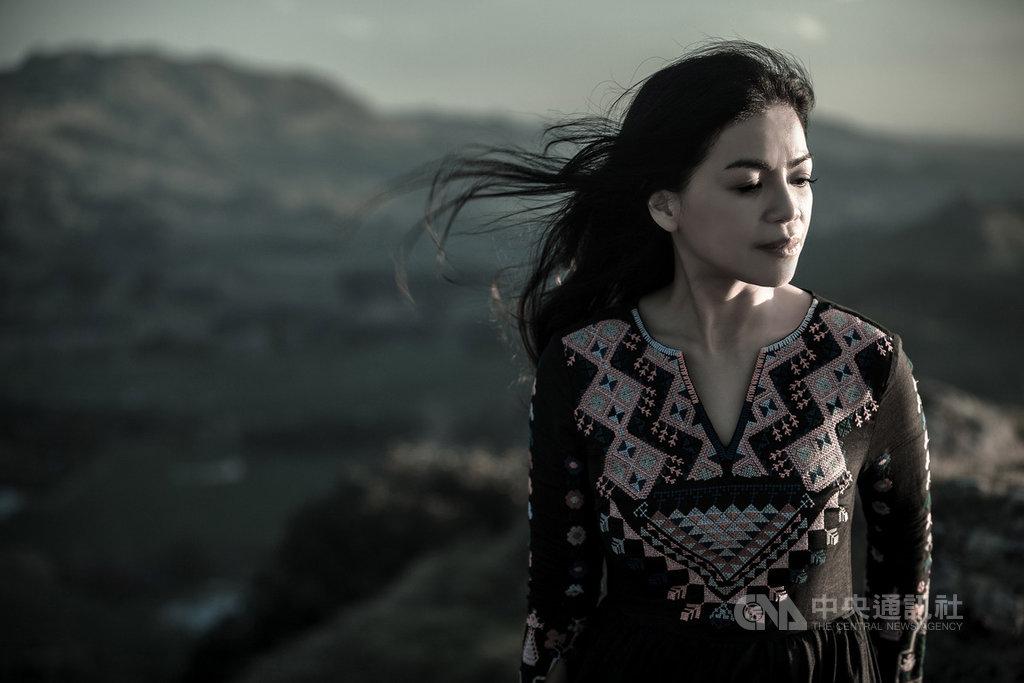 台灣阿美族歌手阿洛.卡力亭.巴奇辣(圖)沉澱7年推出全新母語專輯「Sasela'an 氣息」,阿洛表示,「音樂就是一條路,像祖先曾經航行的紋路一樣。」(阿洛提供)中央社記者鄭景雯傳真 108年11月15日