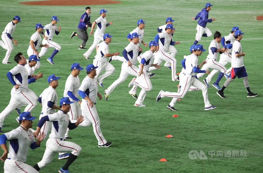 世界12強棒球賽14日為官方練球日,中華隊15日起要在東京巨蛋進行賽事,選手們先適應場地。中央社記者張新偉東京攝 108年11月14日