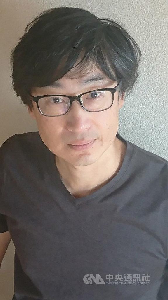 旅日台裔作家東山彰良2002年以推理小說「逃亡作法」在日本文壇初試啼聲即獲好評,如今繁體中文版也在台問世,他也特別為台灣版撰寫中文版序言。(時報出版提供)中央社記者陳政偉傳真 108年11月15日