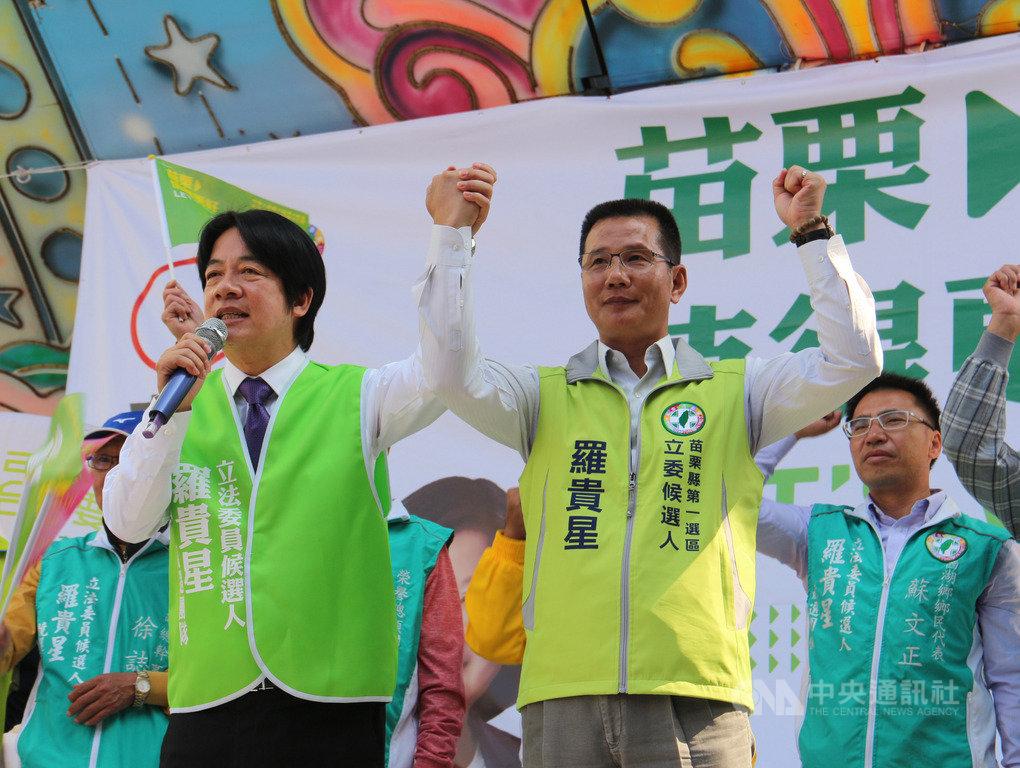 前行政院長賴清德(前左)16日到苗栗縣為民進黨籍立委參選人羅貴星(前右)輔選站台,賴清德表示,台灣主權一定要守住,這是香港給台灣的啟示。中央社記者管瑞平攝 108年11月16日