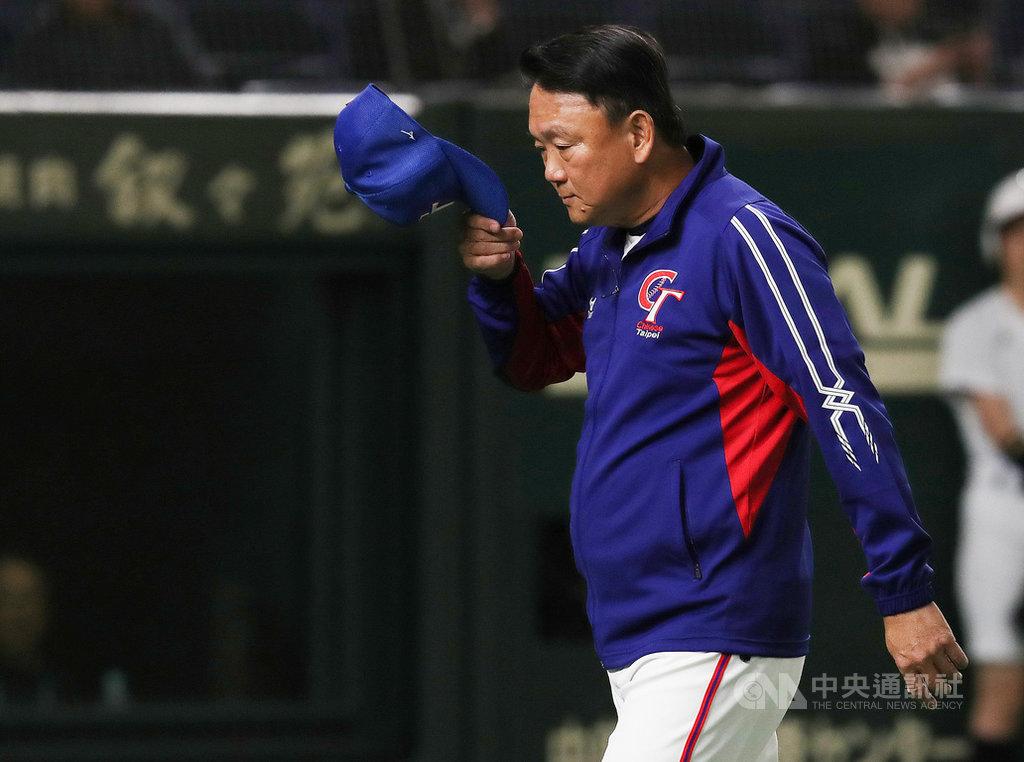 2019第2屆世界12強棒球錦標賽,中華隊16日複賽最後一戰打敗澳洲,也確定拿下本屆第5名。總教練洪一中表示,這次賽事投手表現很優異,但沒能闖進決賽,身為教練不能說滿意,回台後會請辭國家隊總教練。中央社記者張新偉攝 108年11月16日