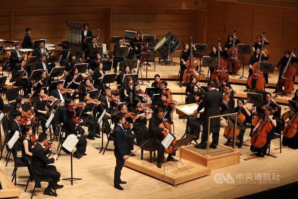 創團50週年的台北市立交響樂團美東時間15日晚間在美國史翠摩爾音樂中心舉辦演奏會,吸引大批民眾前往聆聽,充分展現台灣外交軟實力。中央社記者徐薇婷華盛頓攝 108年11月16日