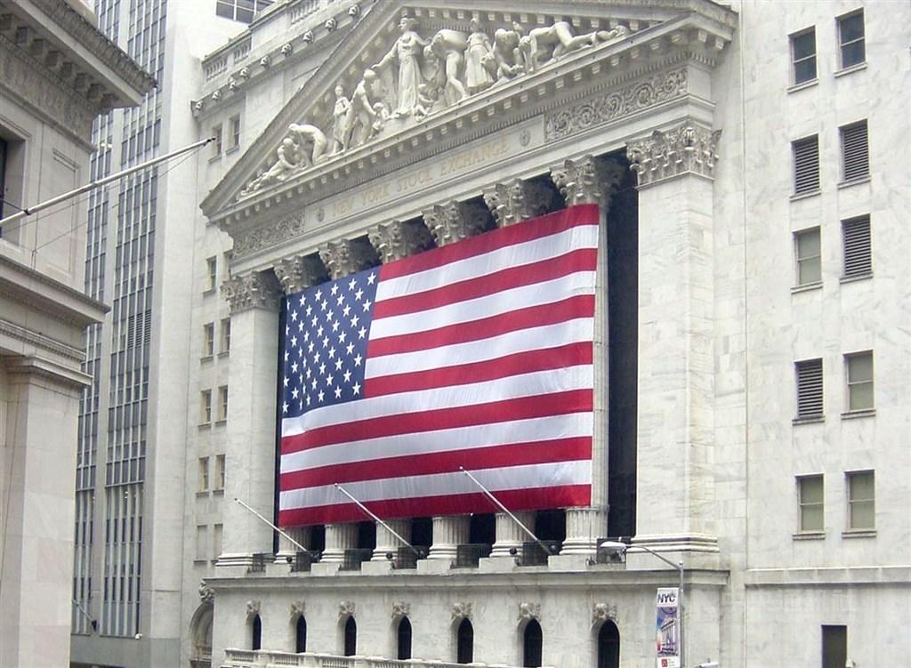 美股15日再創歷史新高,道瓊指數首次衝破28000點;標普500指數週線連6紅,創兩年來最長漲勢。(中央社檔案照片)