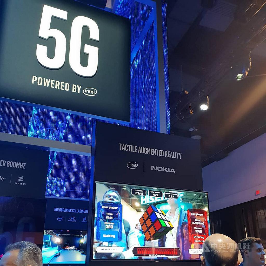 中國5G資費門檻低,但取消了吃到飽,韓國透過5G手機補貼成功吸引用戶,台灣5G要在4G低價競爭與吃到飽常態中,找到吸引用戶又不傷害產業價值的平衡,恐讓業者很傷腦筋。中央社記者江明晏攝 108年11月17日