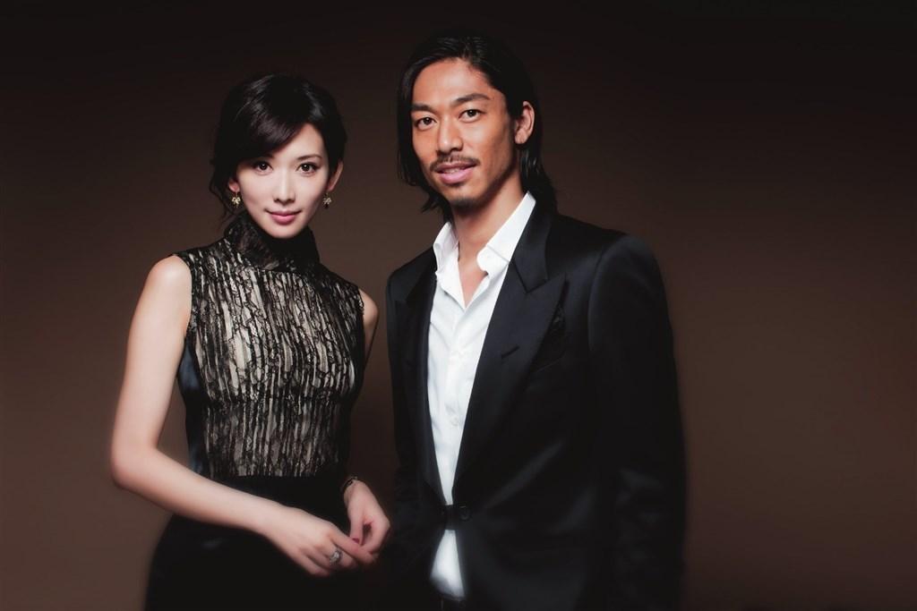 名模林志玲(左)與日本男星AKIRA(右)的婚宴17日晚間登場。(圖取自facebook.com/EXILEAKIRA.official)