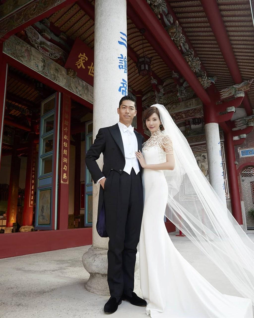 名模林志玲(右起)與日本男星AKIRA 17日下午依台灣習俗在台南舉行結婚儀式,場面感人。(圖取自林志玲IG網頁instagram.com/chiling.lin)