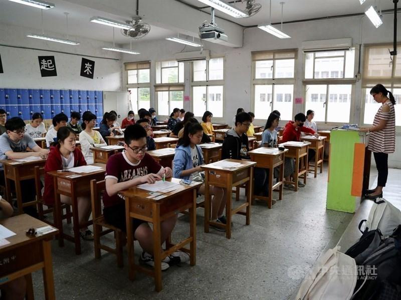 109學年度學測報名日前已截止,根據大學入學考試中心統計,約13.3萬人報名,比108學年度減少約5000人。(中央社檔案照片)