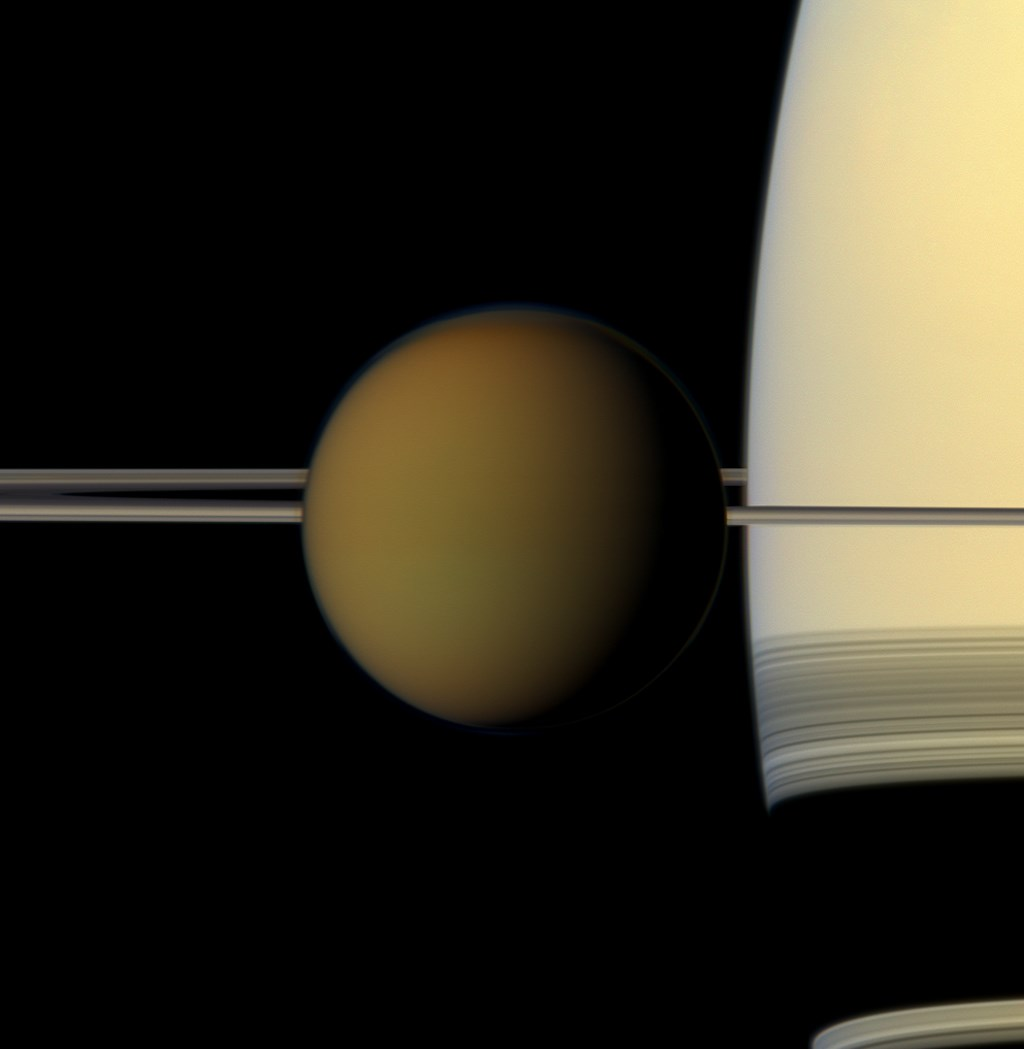 科學家說,土星有眾多衛星,最大衛星泰坦「從地質角度而言是太陽系中最多樣的」。(圖取自NASA網頁nasa.gov)