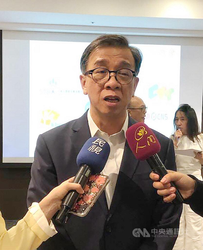 台灣有線寬頻產業協會理事長鄭俊卿19日指出,有線電視用戶數下降確實是國際趨勢。台灣除了OTT競爭,業者少報用戶數也是下降的原因之一。中央社記者吳柏緯攝 108年11月19日