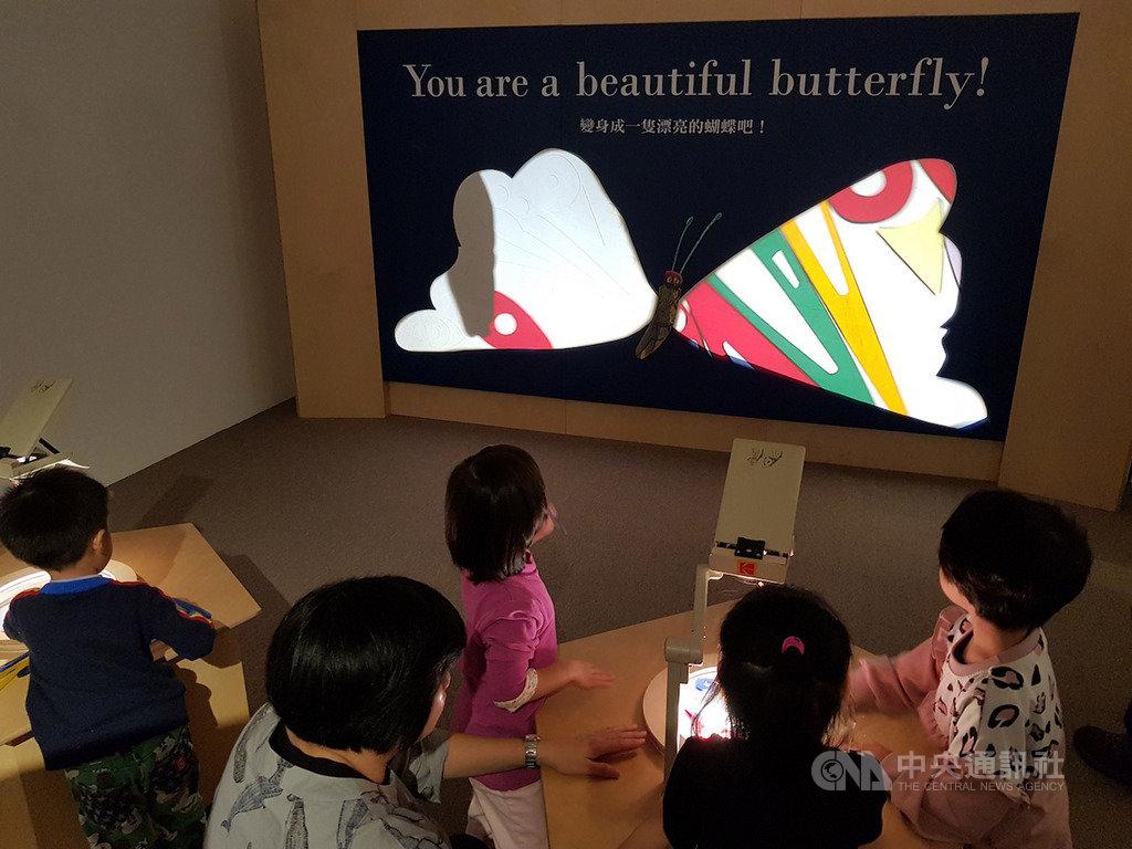 最受全球小孩子喜愛的「好餓的毛毛蟲」出版50週年,信誼基金會取得授權,在台灣企劃、設計製作「好好五重奏」互動展,透過展覽鼓勵孩子迎向人生的各種挑戰。中央社記者鄭景雯攝 108年11月20日