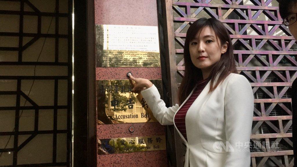 韓國瑜陣營認為壹週刊報導不實,20日委由發言人何庭歡(圖)赴台北地檢署控告壹週刊妨害名譽,另控告民進黨立委參選人阮昭雄誣告。中央社記者蕭博文攝 108年11月20日