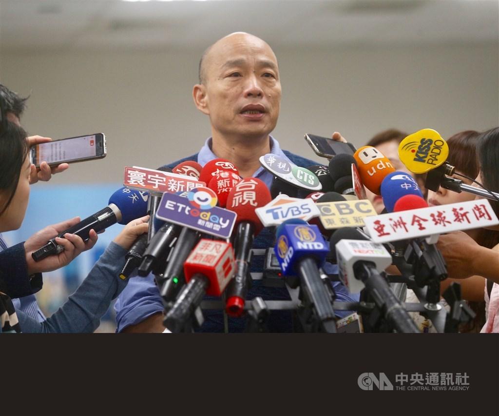 國民黨總統參選人韓國瑜(圖)再被爆台北市大安區房產,韓國瑜競辦發言人何庭歡20日表示,該房產為親屬所有,跟韓國瑜夫婦房產交易無任何關係。(中央社檔案照片)